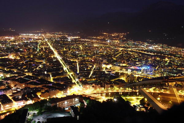 Grenoble de Nuit by Milky (2007) CC-BY-SA-3.0